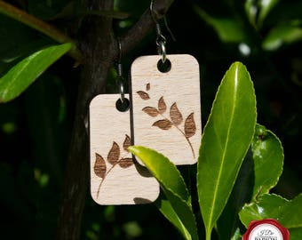 Wooden engraved dangle earrings with leaves pattern