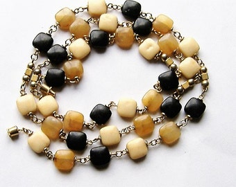 1970S LONG PERSPEX BEAD necklace