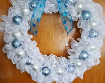 Winter wreath. Snowflake wreath. Winter decor. White mesh wreath. Blue and white snowflakes. Snowflakes. Glass snowflake.