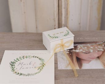 Personalized ring box Botanical with linen  & names + wedding date foilpressed on / inside the cover