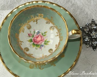 Aynsley, England: Footed tea cup and saucer with pink rose