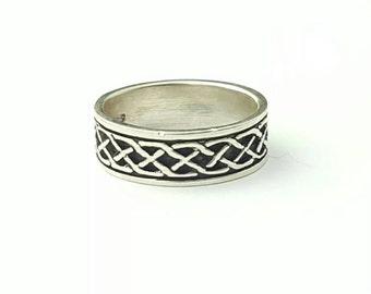 Vintage Sterling Silver Celtic Knot Pattern Band Ring- Size 8