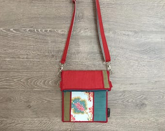 Small adjustable shoulder bag / reasons for flowers/red, turquoise and Green/made by hand in the Québec/materials recovered and recycled