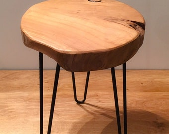 Wood stool in solid teak and raw feet pins