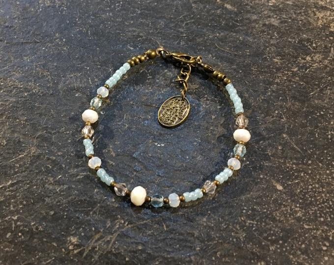 Handgemachtes / Handgemacht Perlen Armband aus Toho Perlen. Mit Hamsa Hand der Fatima Anhänger. (3)
