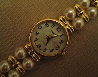 Un Worn MOP Gold Tone Quartz Watch Double Strand Faux Pearls And Gold Tone Bows Bracelet Watch Band