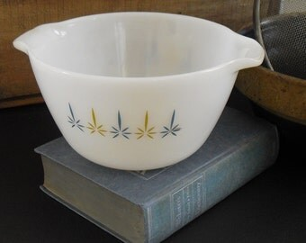 Vintage Fire King Mixing Bowl, Milk Glass with Easy Grip Handles, 2 QT, Candle Glow Pattern, Mid Century Atomic, 1960s Starburst, Prep Bowl