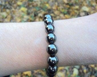 Hematite bracelet. Bracelet made of genuine stones.