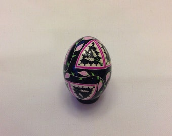 Ukrainian egg~beautiful pin flower design-non traditional~gift~art