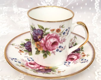 Elizabethan Tea Cup and Saucer. Rose Floral Pattern with Gold Trim. Vintage, made in England