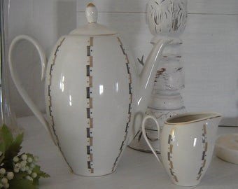 Orig 60s - a small and large coffee pot