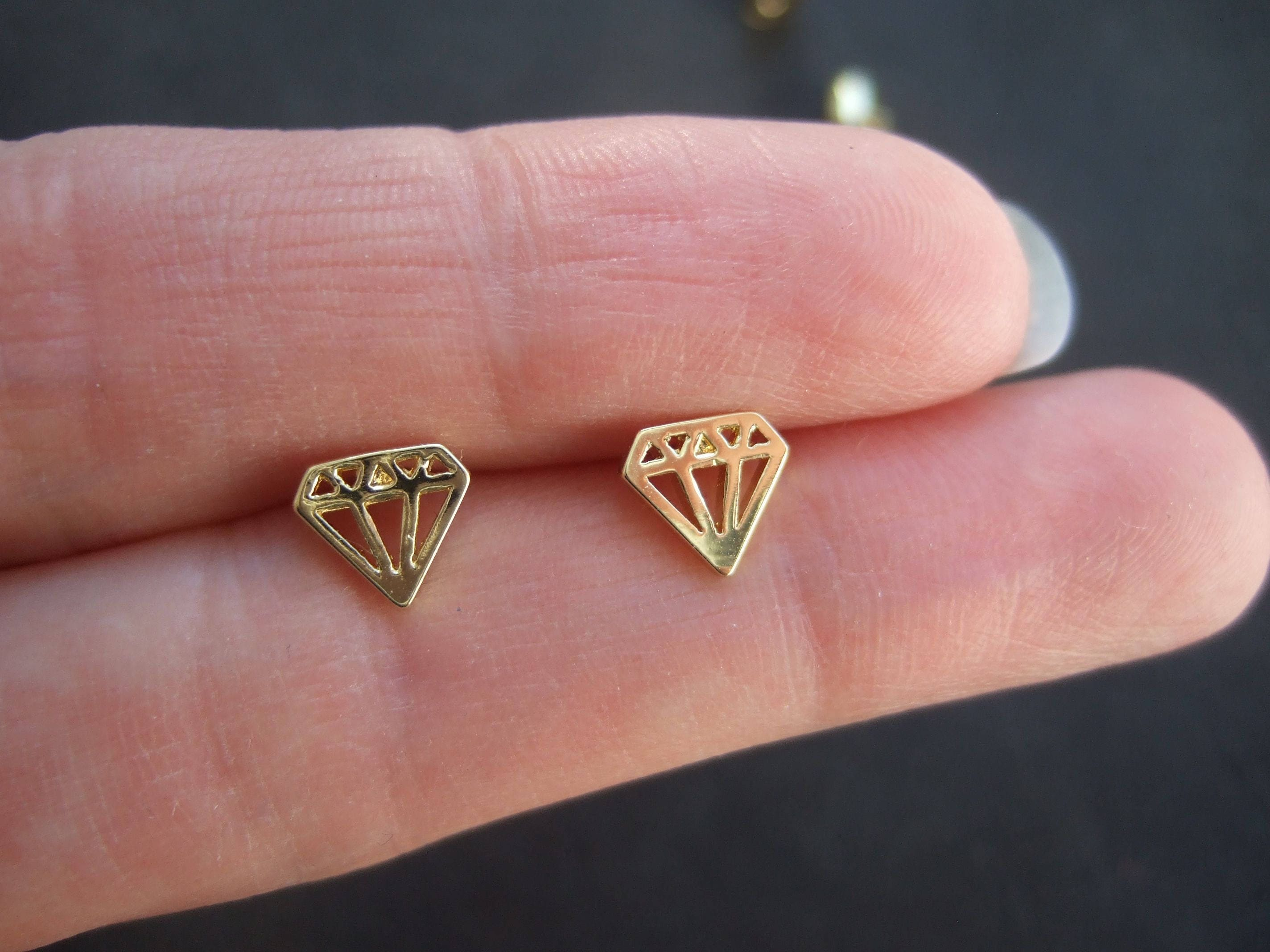 wh diamond kite gold solid stud earrings p shaped