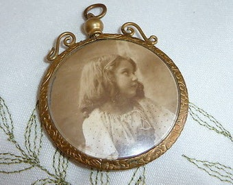 Antique Victorian Double Sided Photo / Picture Sweetheart Pendant / Locket