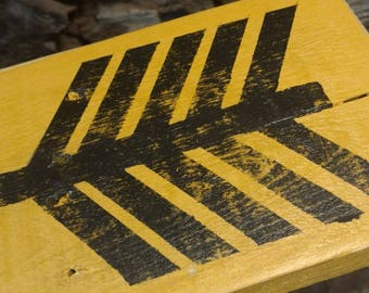 Large wall arrow - reclaimed pallets - Mustard yellow painted arrow - Oak - Pallet wall art