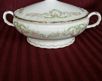 Vintage 19 50's Pope Gosser china serving bowl with lid.