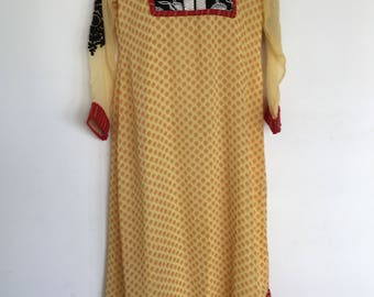 A beautiful vintage handmade 1960's / 1970's ladiesdress with floral pattern size s