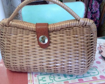 pretty Wicker bag form of 1950 s!