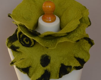 Lime green and black felt scarf. Green merino wool scarf. Green wool scarf. Winter scarf. Green felt scarf.  Wool felt scarf.