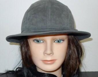Lovely vintage gray suede fedora hat , by  M'sieu Léon - XS  Joli chapeau de suède gris - Gr XP