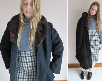 50s Black Wool Coat / Faux Fur Trimmed Coat / Outerwear / Femme Fatale / Rare Large Size Tailored Jacket Pockets / Size 14 / Classic Austral