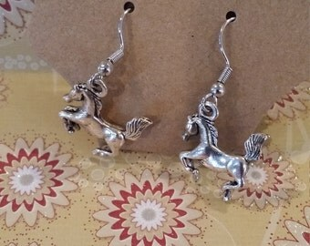 silver tone nickle free mustang horse jumping dangle earrings pony/farm fair/country girl
