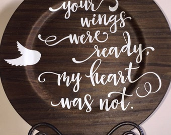 Rustic wood grain charger plate with sentimental quote