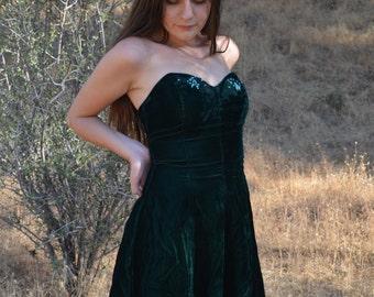 SALE- Vintage Fashion 1001 Nights Strapless Emerald Green Velvet Dress