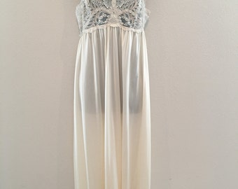 REDUCED Vintage Shadow Line Gown & Robe Set