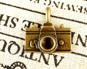 Camera 4 antique bronze vintage style pendant jewellery supplies C207