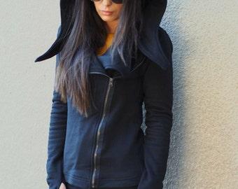 Black asymmetric sweatshirt/Black hooded coat/black plateau with long sleeves