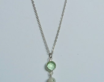 Indian Agate and Pale Green Glass Pendant Necklace