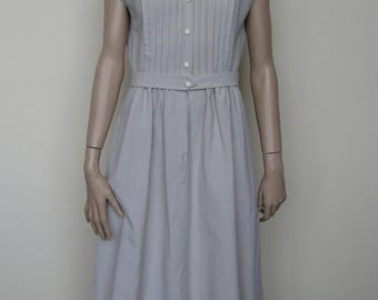Lovely beige 1970's sleeveless shirt dress by Berkertex