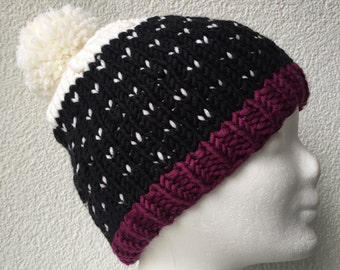 Knitted beanie with Pom in black, white, Burgundy
