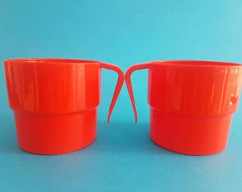 BRIGHT Red Cups - Picnic Summer - Retro Vintage Kitsch -Plastic - Stackable - Set - Caravan