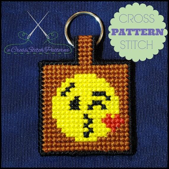 Knitting Emoji Copy : Emoji key chain blowing a kiss cross stitch pattern
