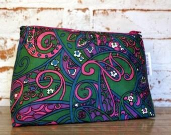 Vintage Makeup Bag. Paisley Makeup Bag. 1960s Makeup Bag. Retro Makeup Bag. Vintage Gift. Purple & Green Makeup Bag. Retro Gift.