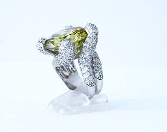 Big ring in silver and Crystal, large green Crystal stones