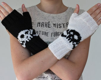 Cozy black and white scull handmade mittens/ pure wool fingerless gloves with scull puttern/ Stylish and trendy cozy handknitted mittens