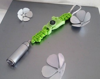 door key multifunction with carabiner in Paracord in shades of green and glow in the dark