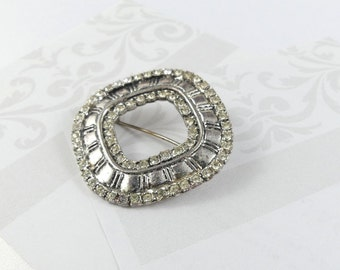 Silver pin, brooch from the 1990's, round in shape, costume jewellery, clear rhinestones on a silver tone circular base.