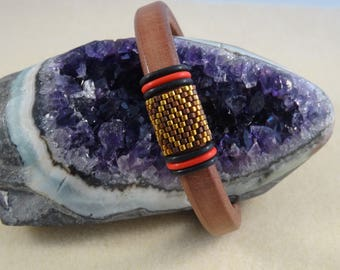 Regaliz Leather bracelet brown. antique bronze coloured zamak clasp with Miyuki Delica and rubber rings