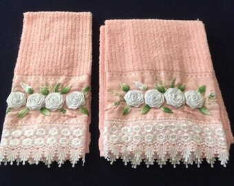Bath Towel with White Rose Design