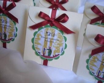Favor box decorated with custom coccardina