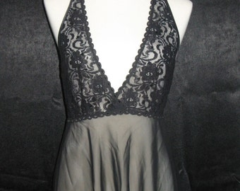 "Vintage ""Seductive Wear"" by ""Cinema Etoile"" Lace Halter Nightie Size M"
