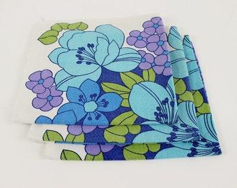 3 Flower power table napkins - French napkins, Vintage napkins, floral table napkins, Cotton table napkins, Blue flowers, Retro,E061