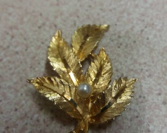 Vintage Goldtone Faux Pearl Leaf Brooch - Nature Kitsch Chic