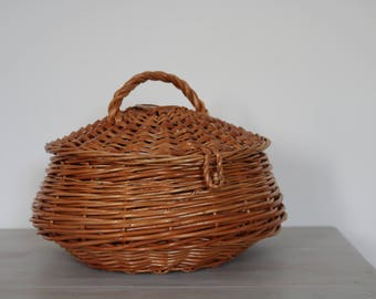 Wicker Basket, medium, handwoven gathering basket, cesta de mimbre, panier en osier, panier rond, round basket, home decoration.