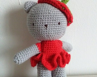 Rattle Baby Kitty made by hand in crochet, costume Strawberry