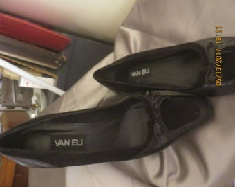 Leather/suide design shoes by Vaneli size: 81/2 M