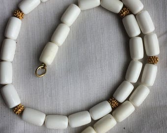White Plastic w/ Goldtone Spacers Choker